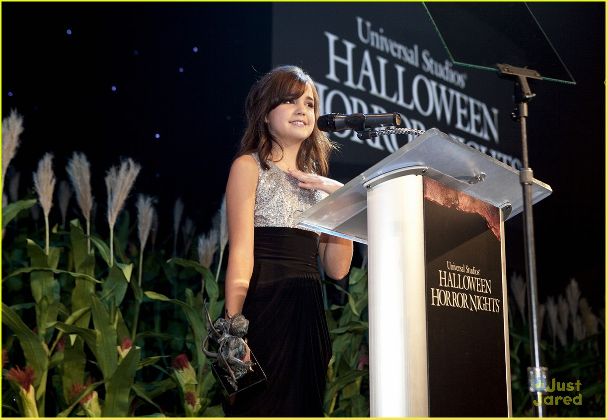 bella thorne bailee madison eyegore 16