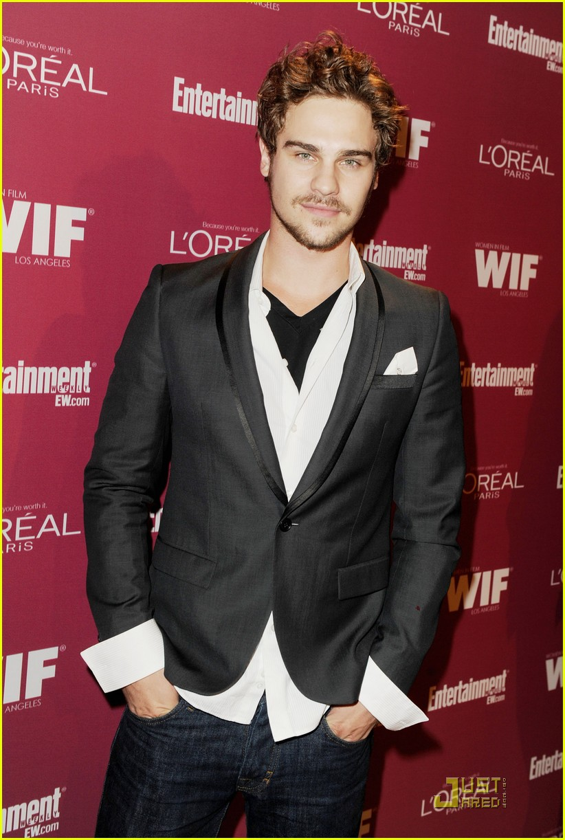 grey damon pre emmy parties 01