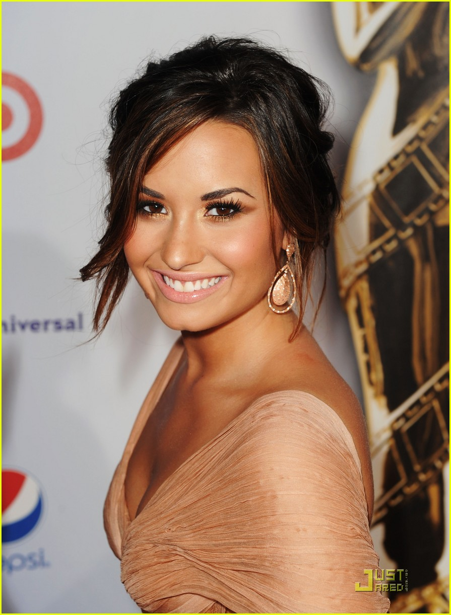 Demi lovato eyebrows