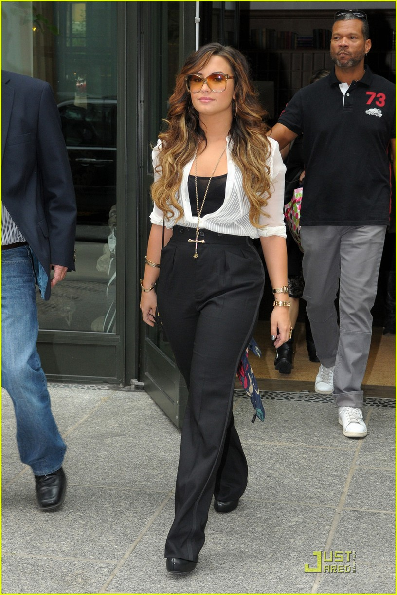 demi lovato nyc hotel 01