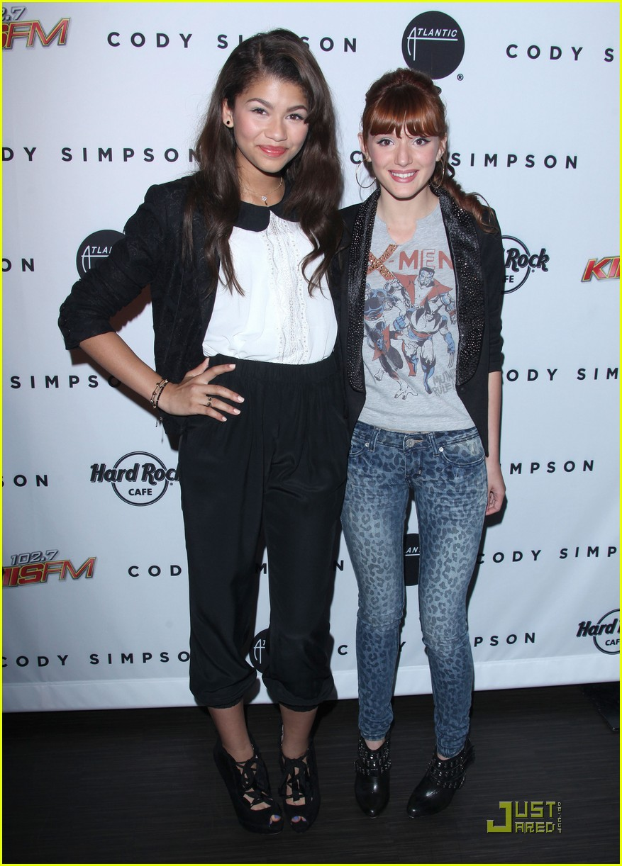 hailee steinfeld cody simpson release party 08