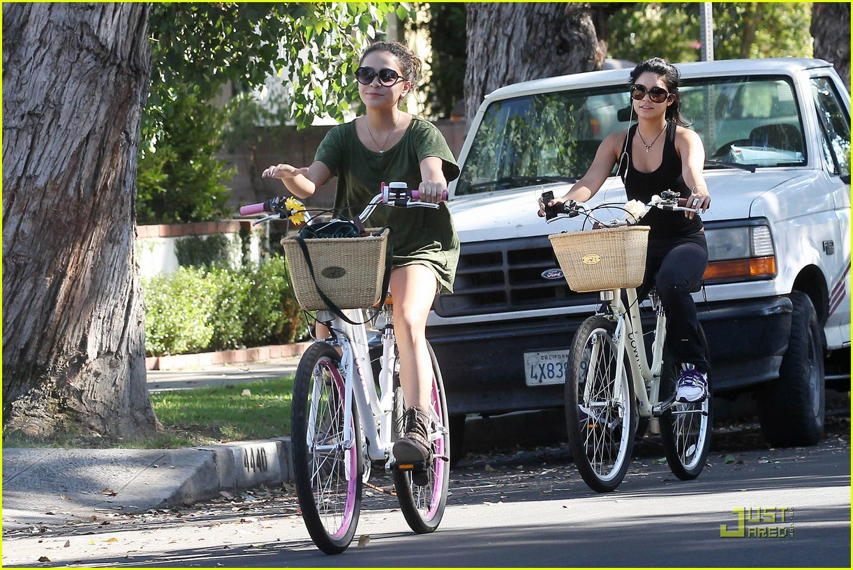 vanessa hudgens bike ride 03