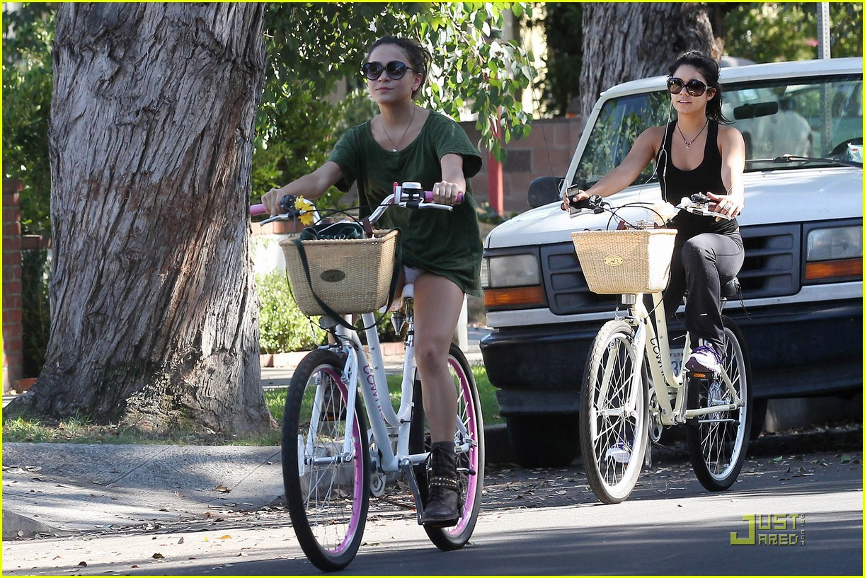 vanessa hudgens bike ride 14
