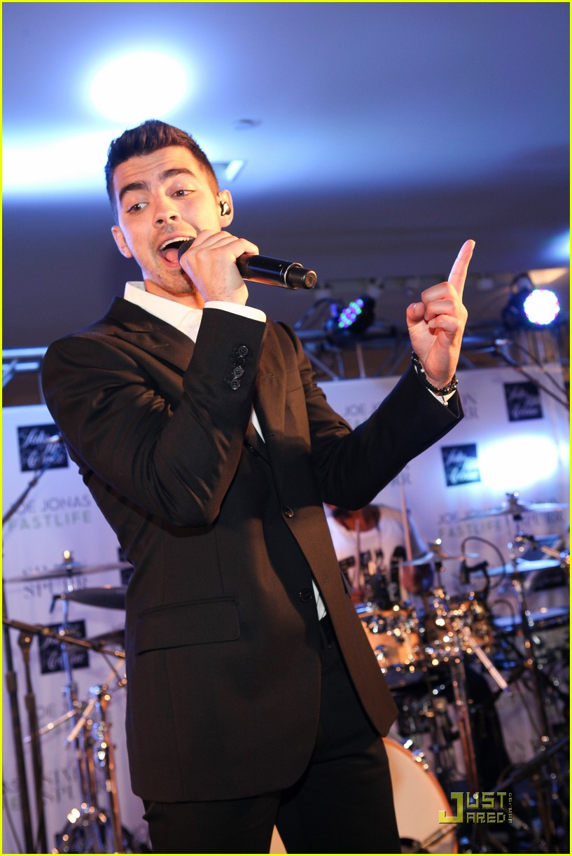 joe jonas saks fno 04