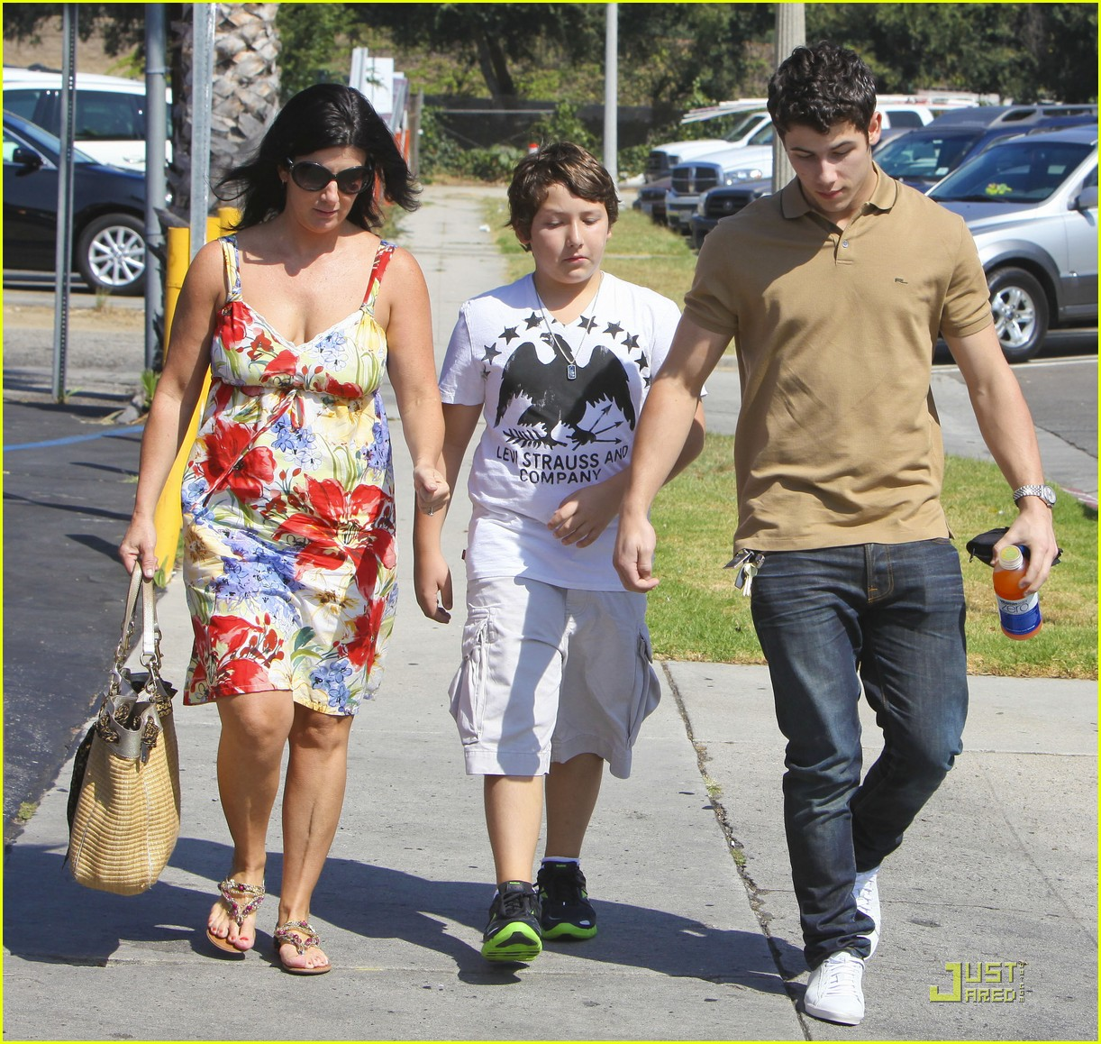 nick jonas errands 03
