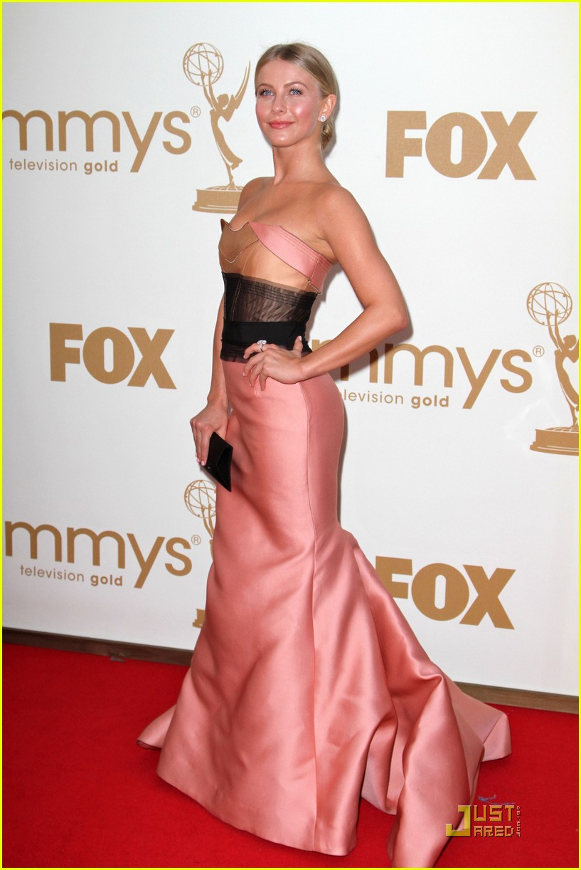 julianne hough emmy awards 05