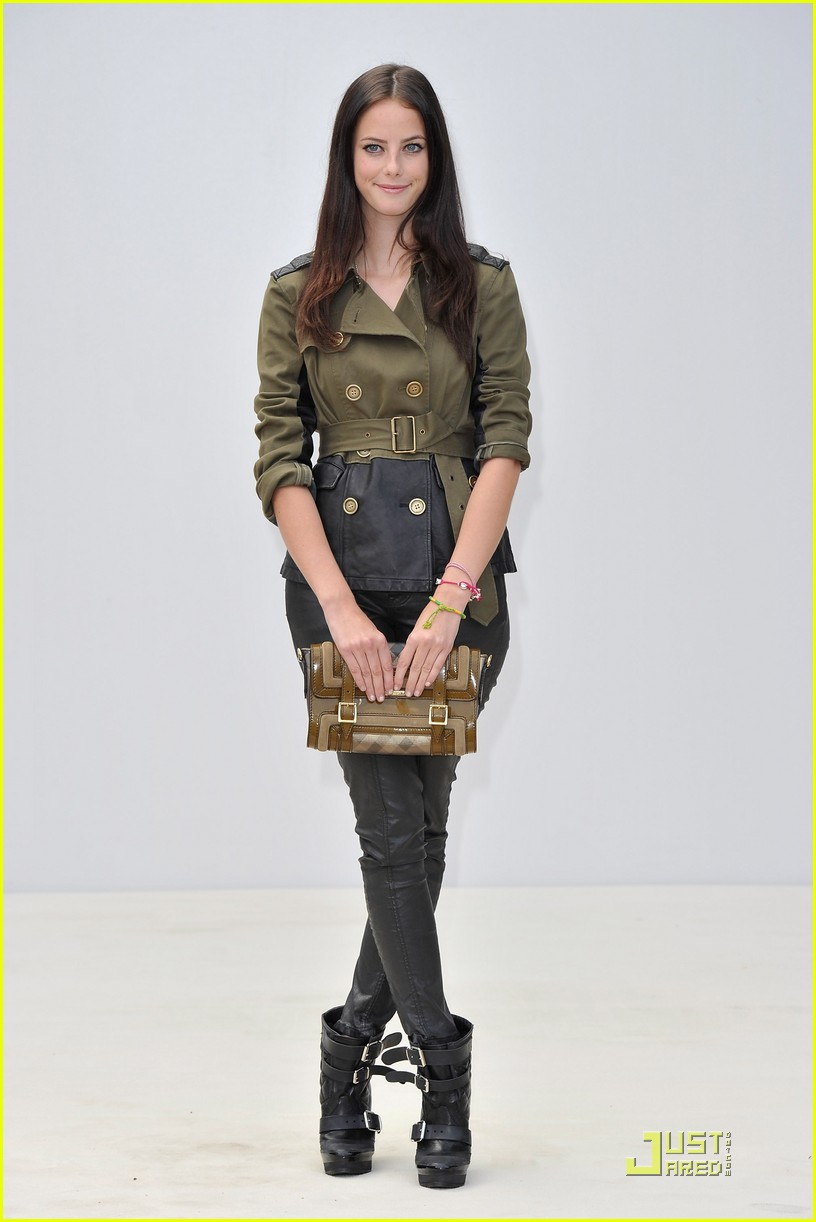 kaya scodelario burberry show 03