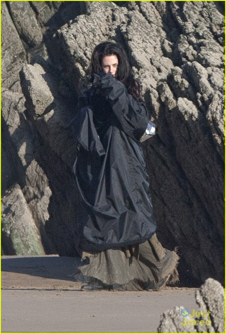 kristen stewart snow white beach 05