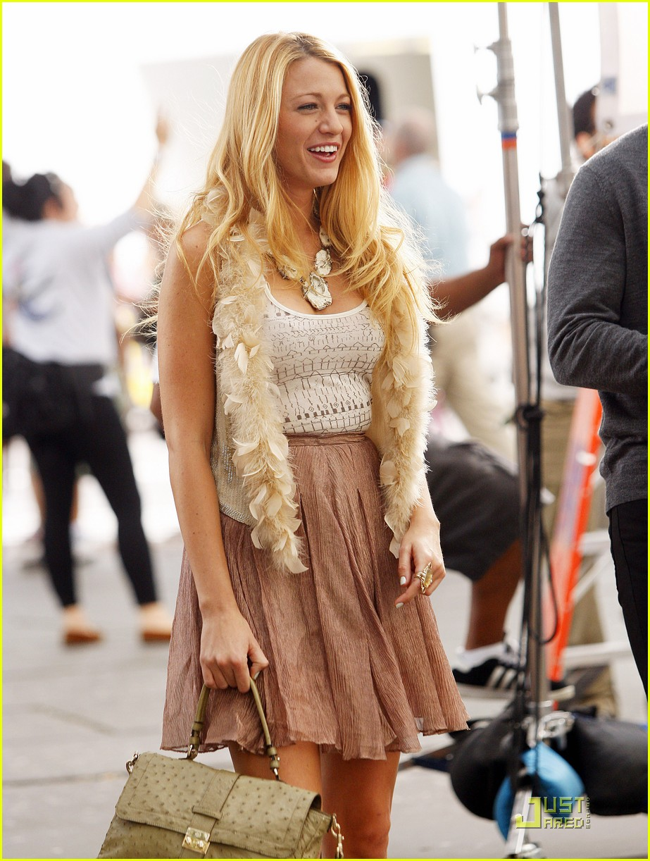 leighton meester blake lively gg set 06