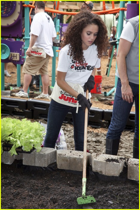 madison pettis playground penn 01