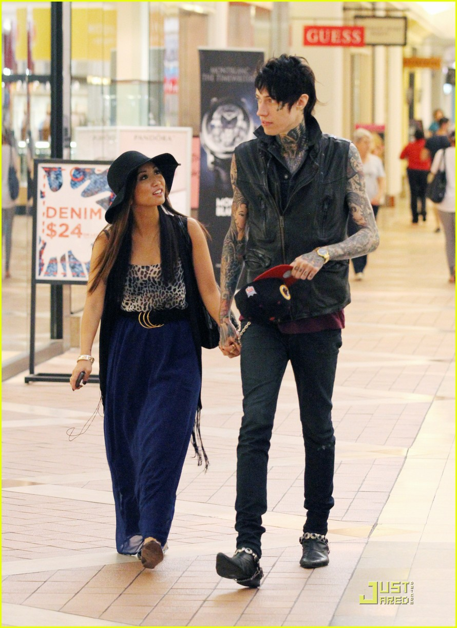 brenda song holds hands trace 01