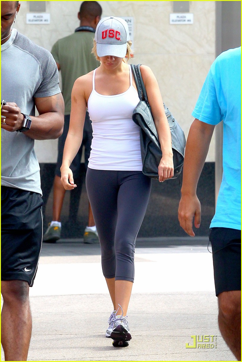 ashley tisdale equinox gym 02
