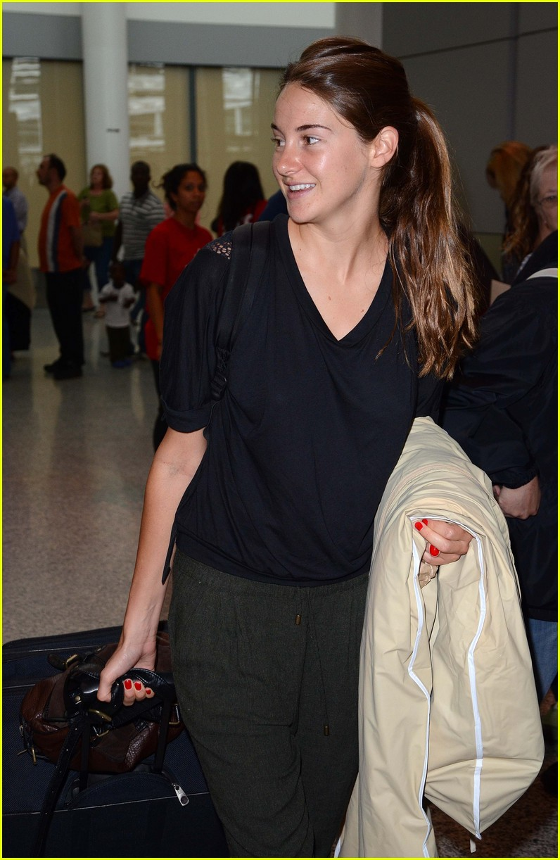 shailene woodley airport 05