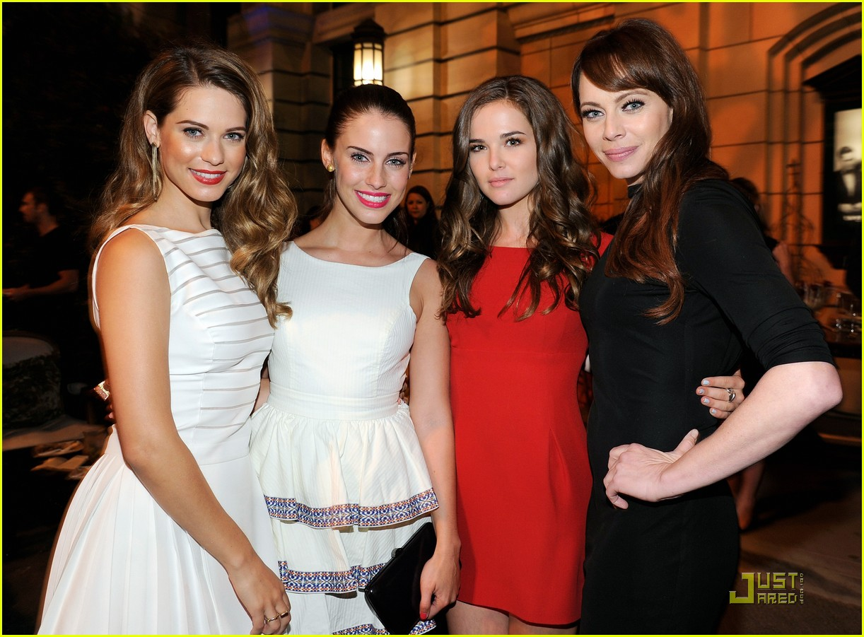 zoey deutch cw premiere party 02