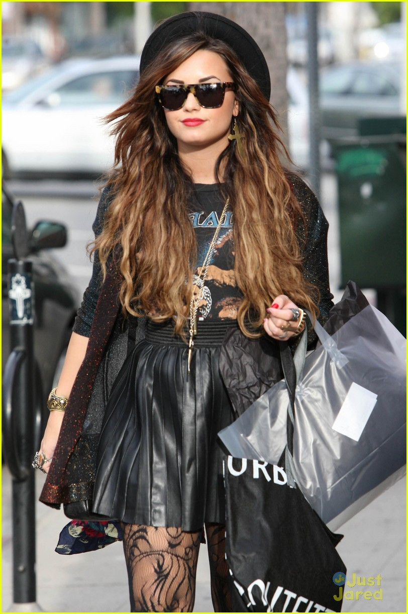 demi lovato shopping urban 04