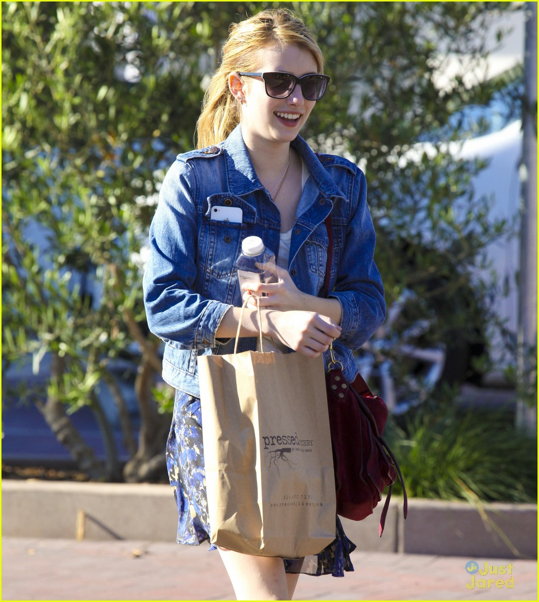 emma roberts grocery shop 02