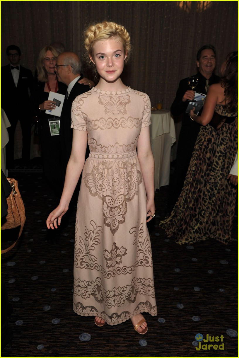 elle fanning hollywood film awards 05