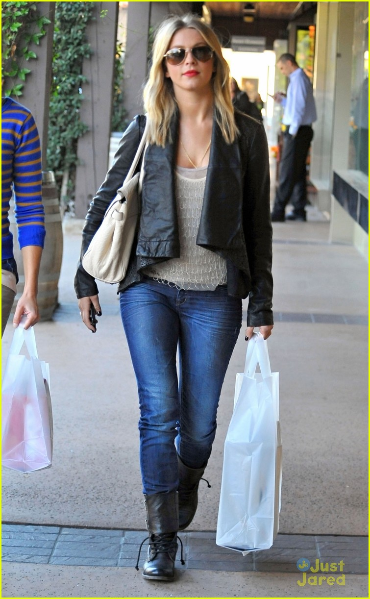 julianne hough shopping shoes 06