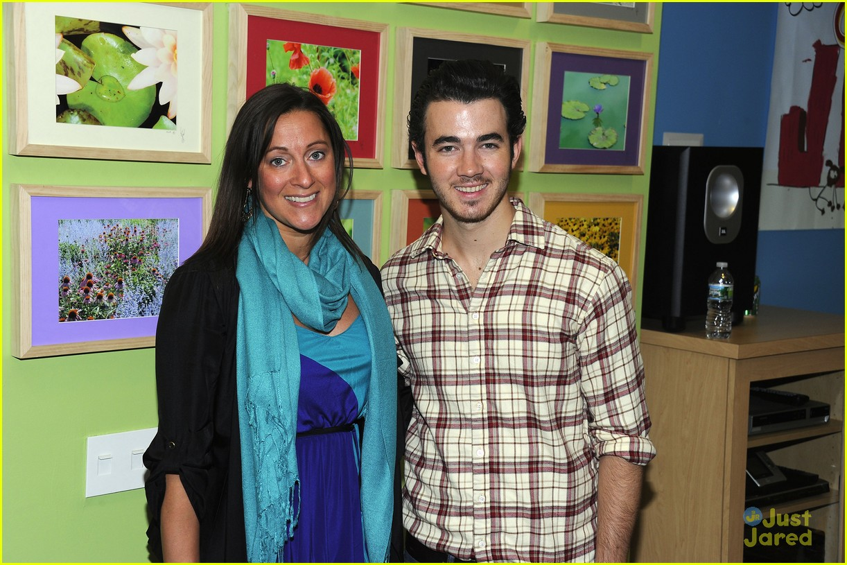 kevin jonas aol ronald house 08