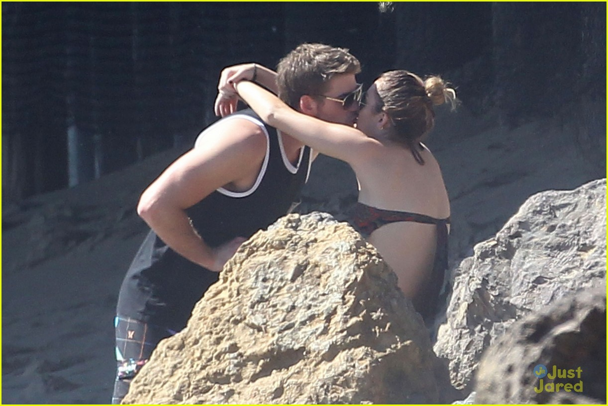 miley cyrus liam hemsworth malibu 02