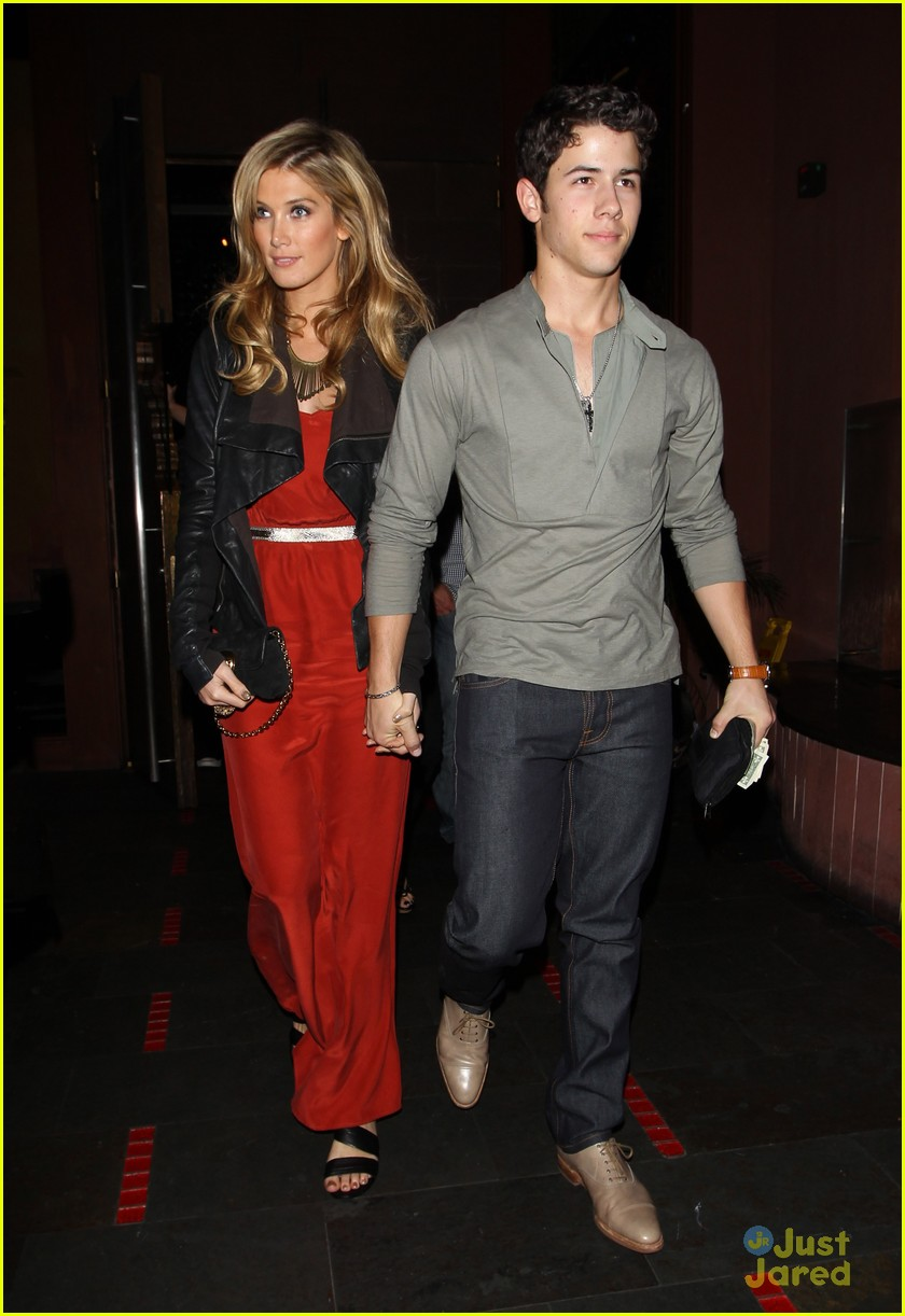 nick jonas delta goodrem dinner date 01