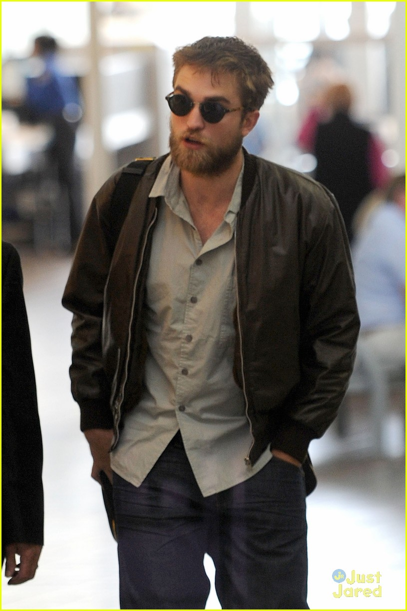 robert pattinson beard lax 01