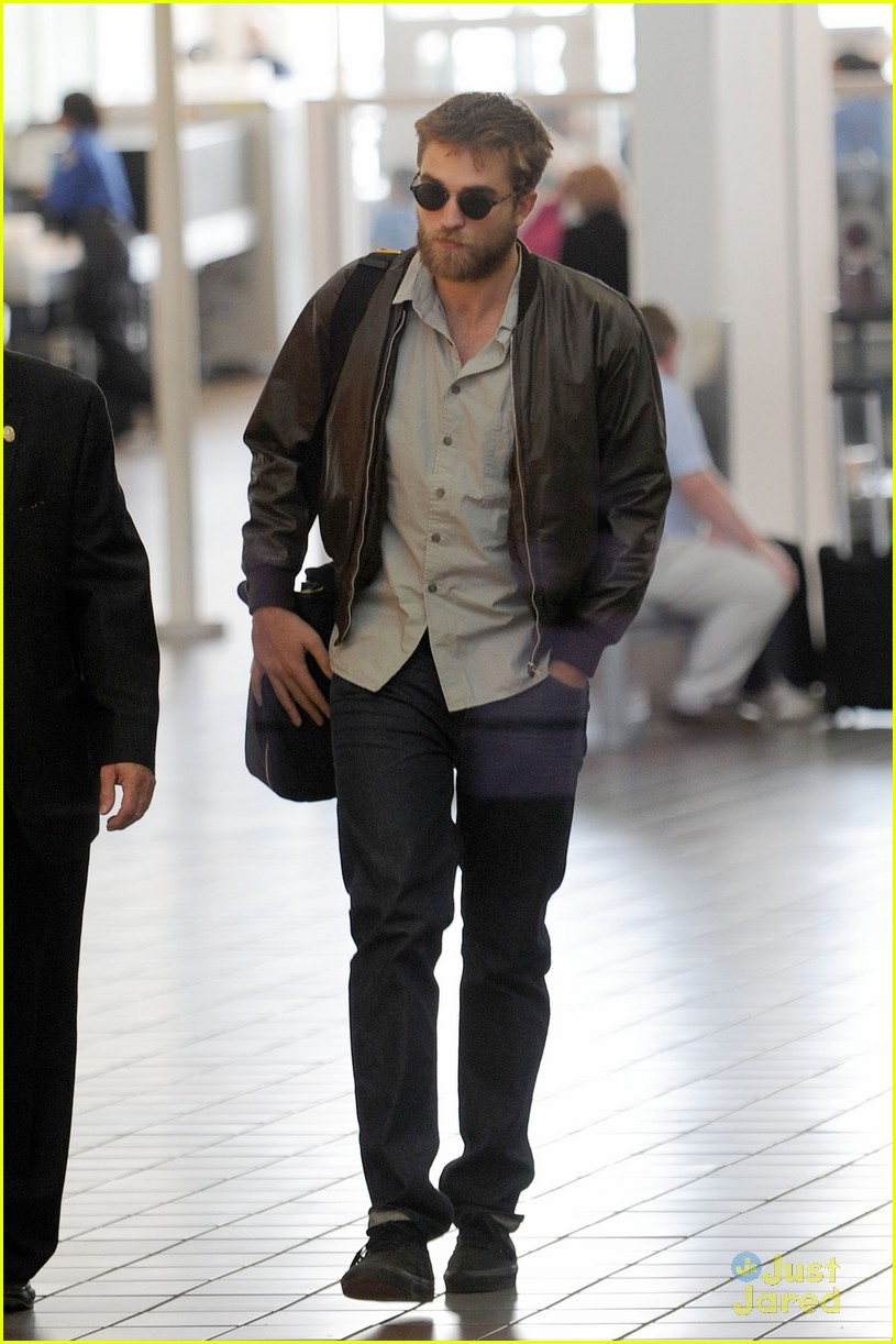 robert pattinson beard lax 03