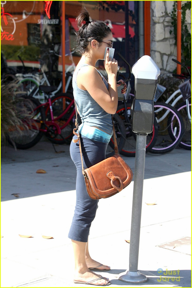 vanessa hudgens lunch kim 06