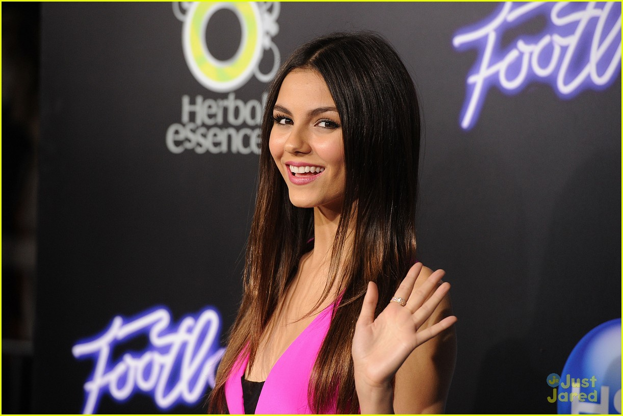 victoria justice footloose premiere 01