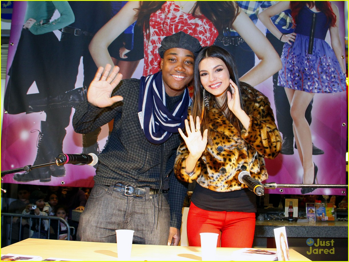 victoria justice leon thomas germany 03