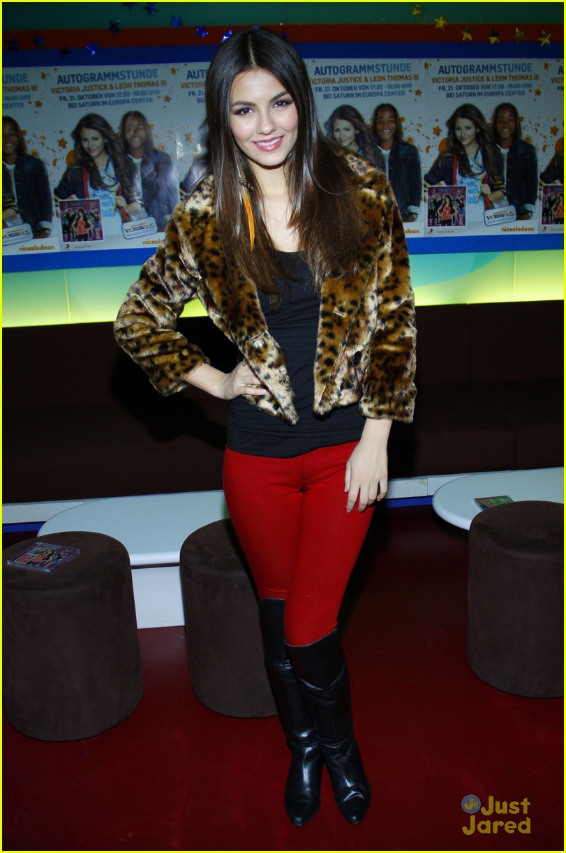 victoria justice leon thomas germany 14