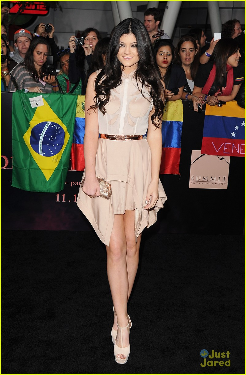 breaking dawn best dressed poll 08