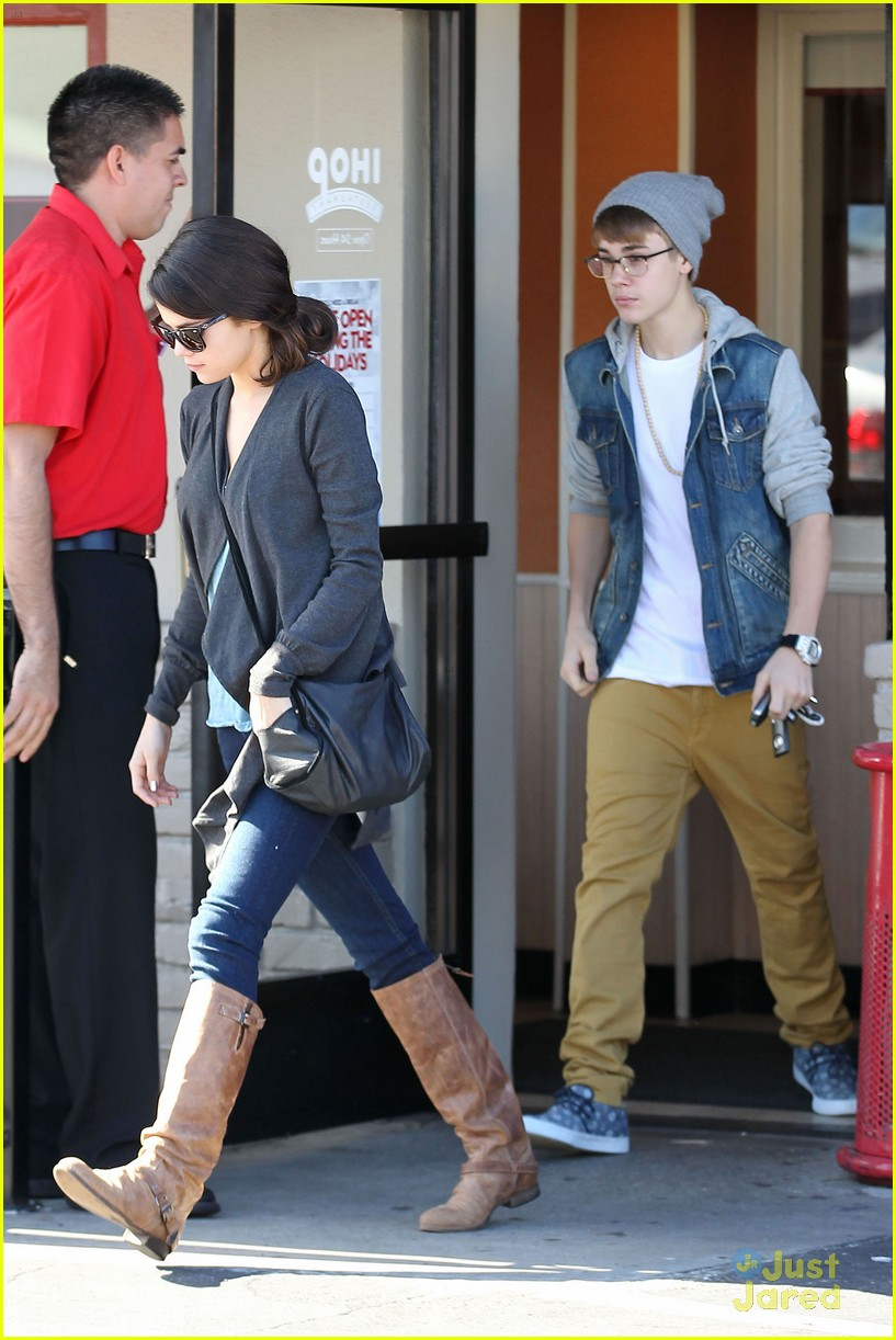 justin bieber selena breakfast 02