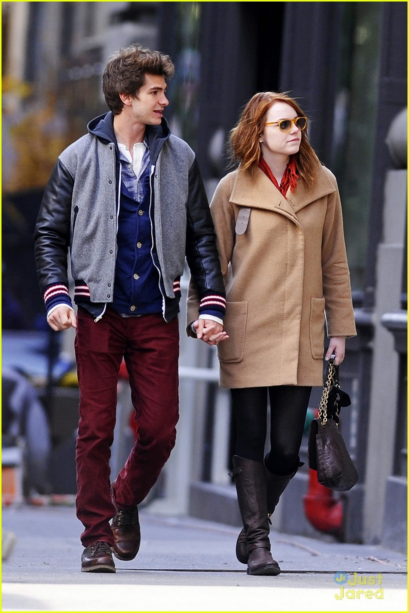 emma stone andrew garfield walk 03