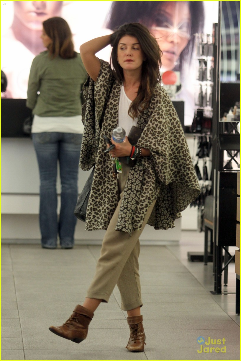 shenae grimes shopping 26