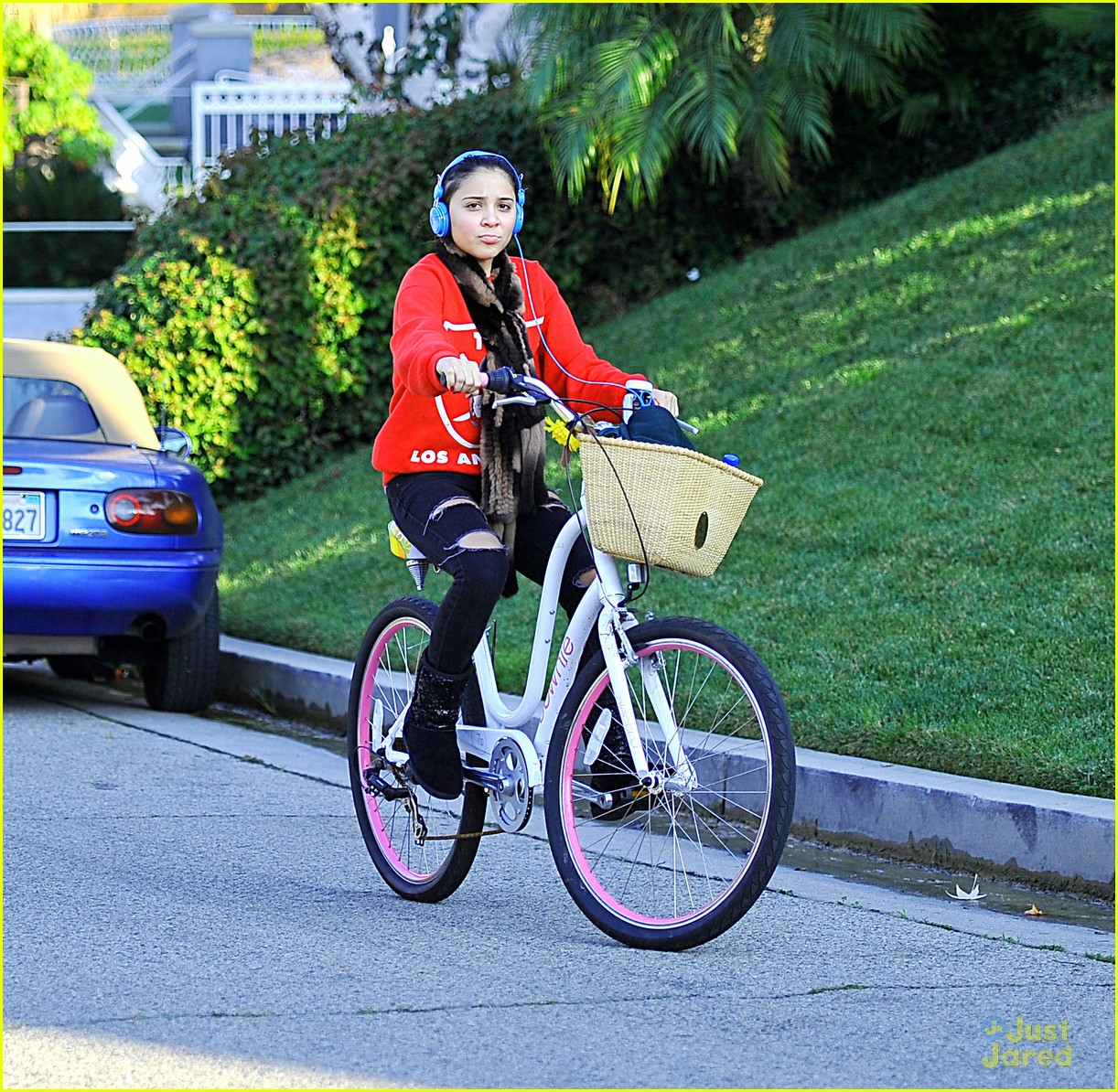 stella hudgens bike thanksgiving 05