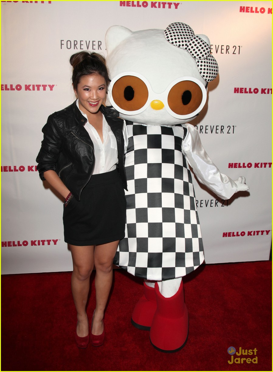 kendall kylie jenner hello kitty 02
