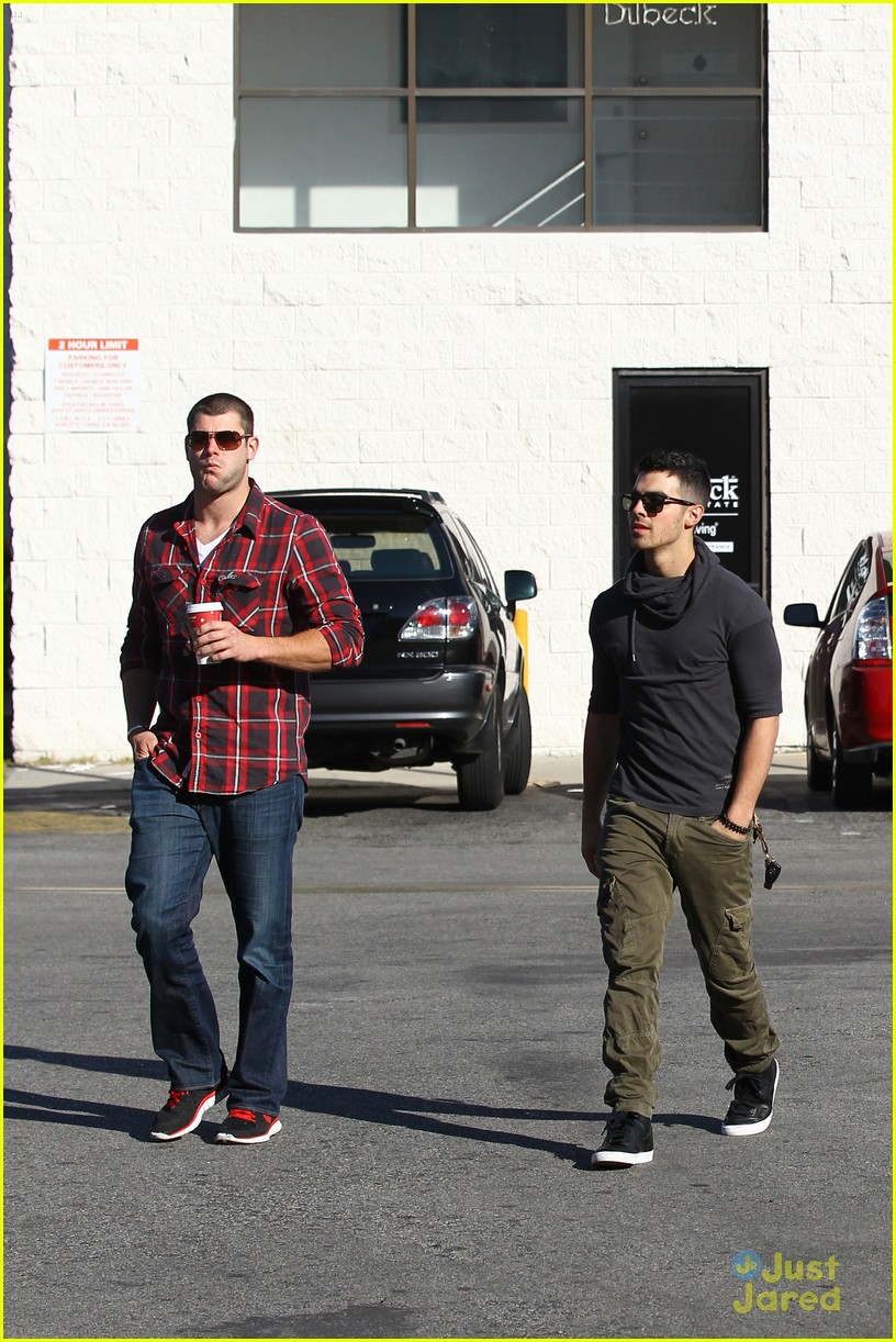 joe jonas coffee run 06
