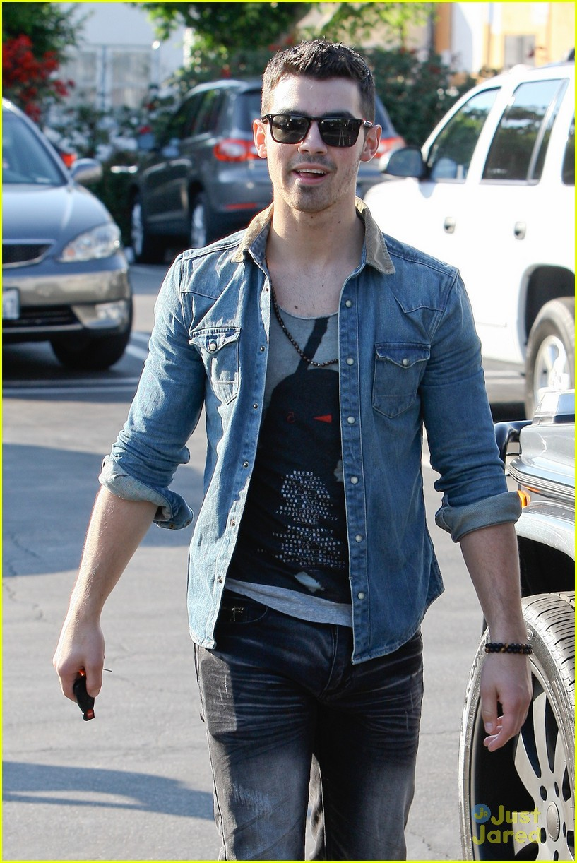 joe jonas fred segal 02