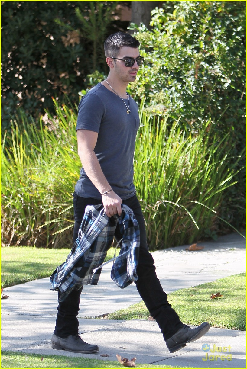 joe jonas kings road 13