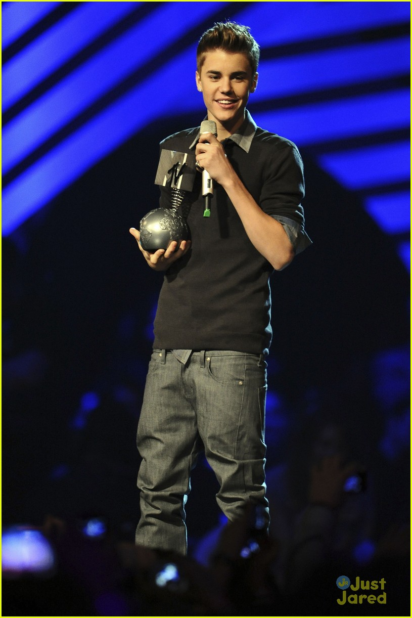 justin bieber ema show award 05
