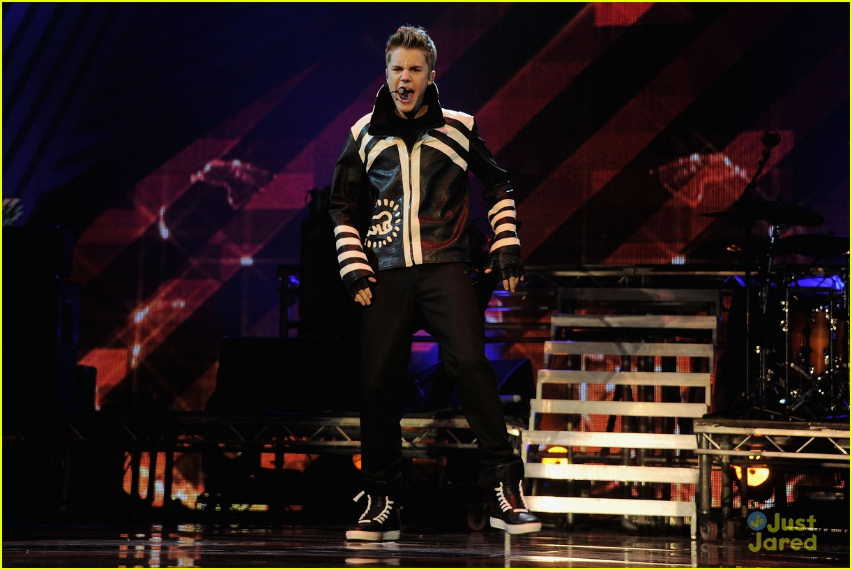 justin bieber ema show award 17