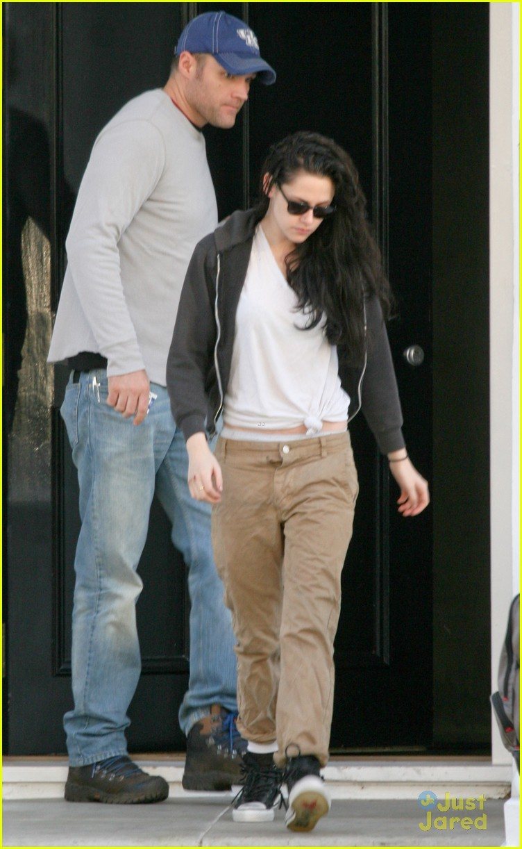 kristen stewart off to set 05
