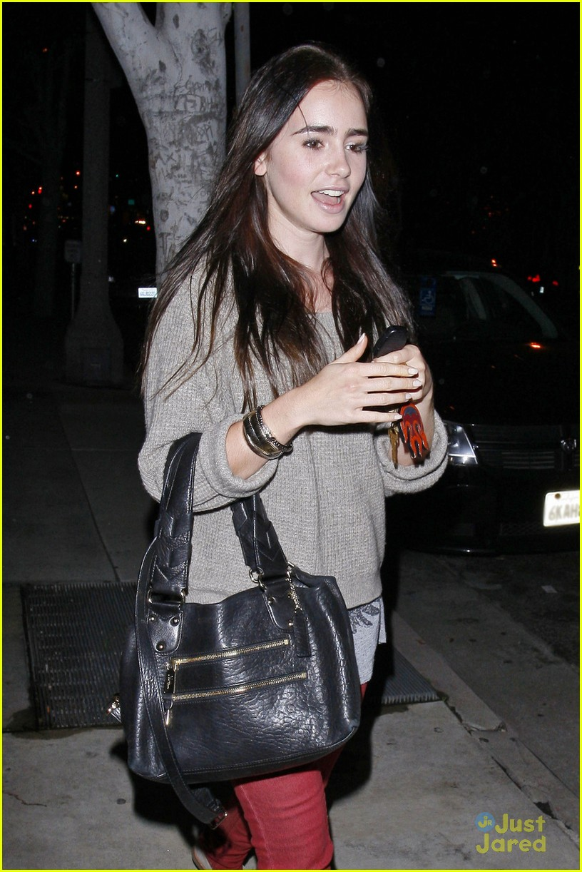 lily collins newsroom cafe 05
