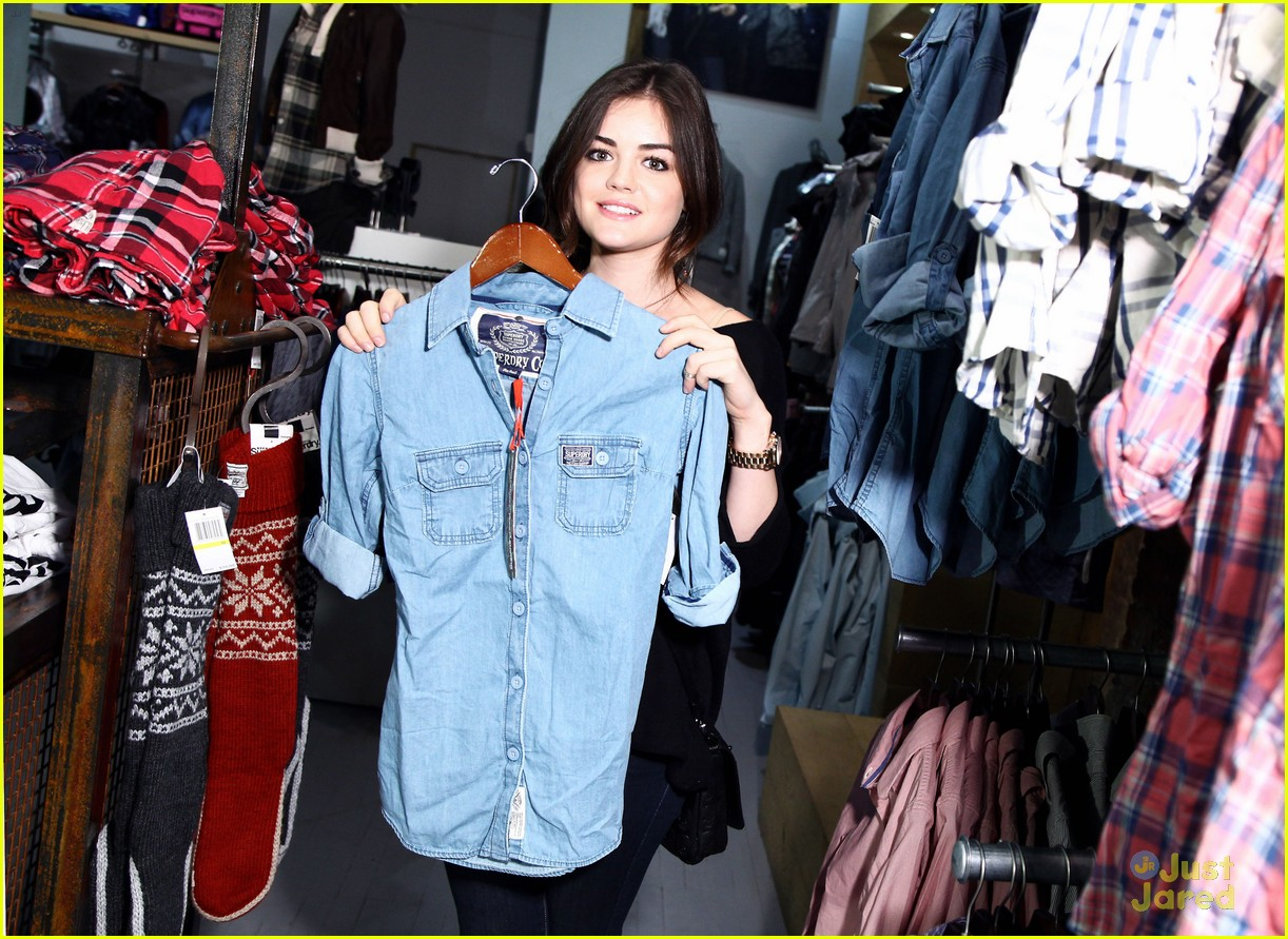 lucy hale superdry shopper 03