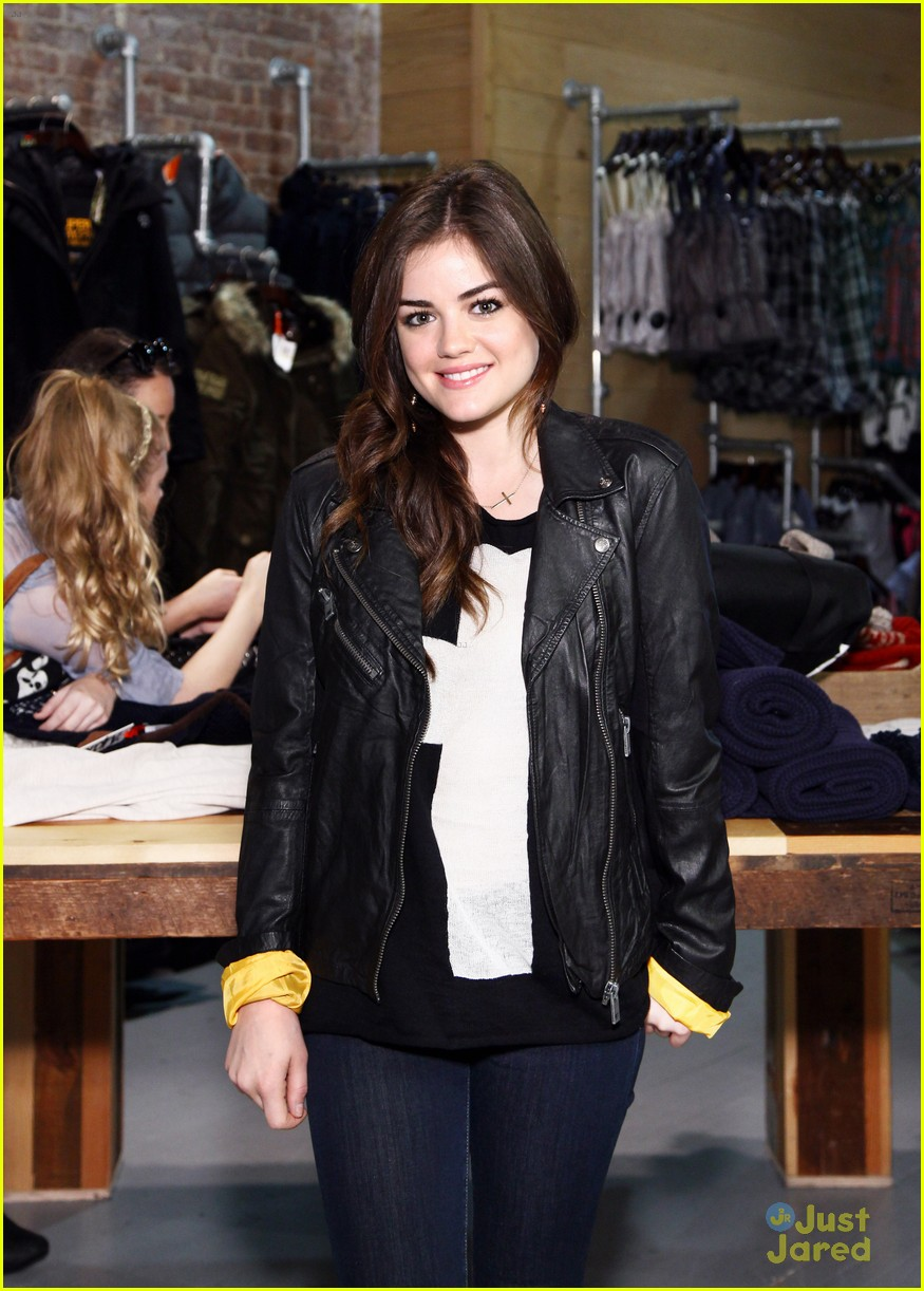 lucy hale superdry shopper 06