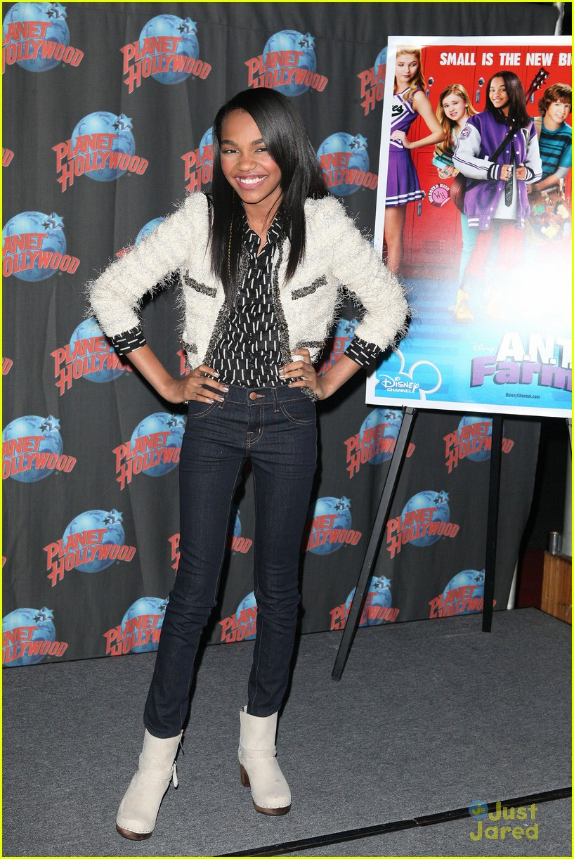 china anne mcclain planet hollywood  03