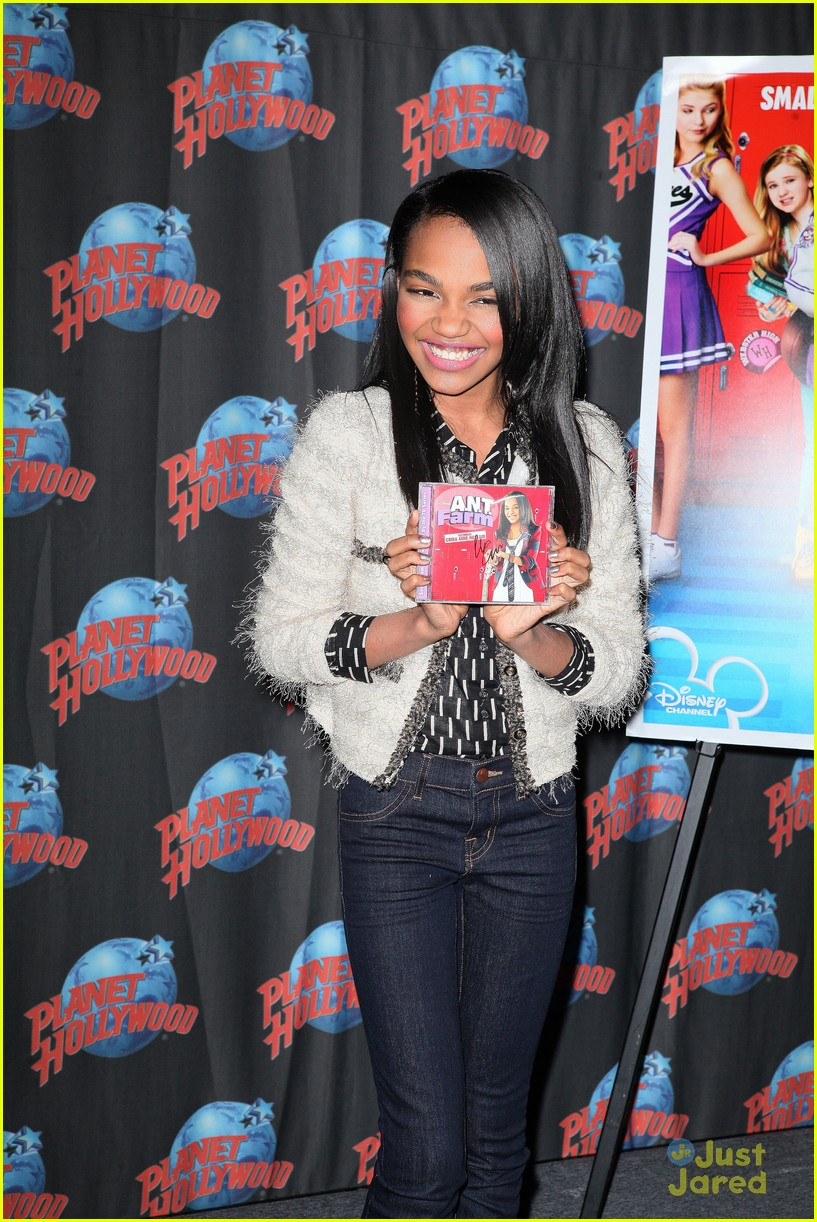 china anne mcclain planet hollywood  04
