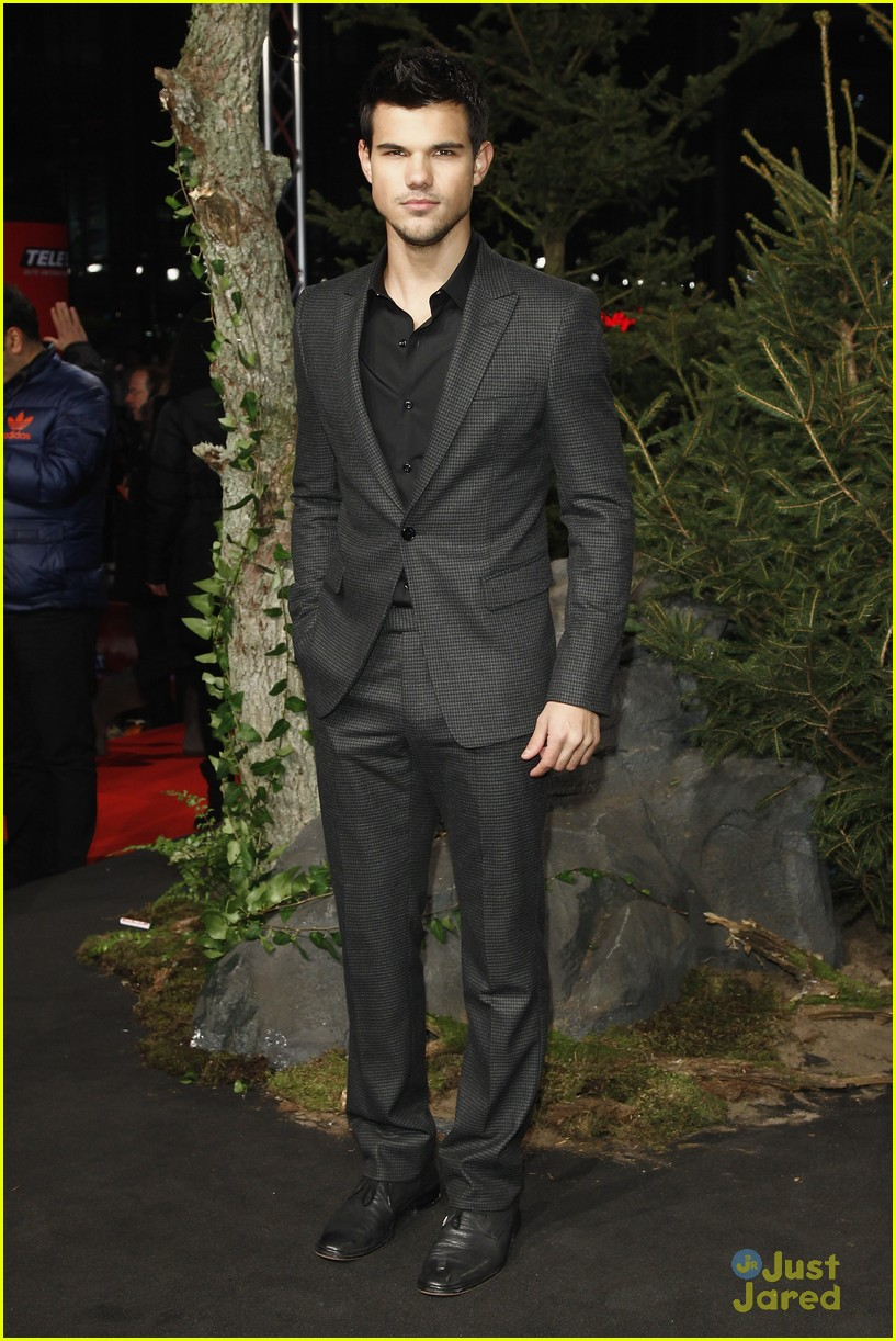 robert pattinson taylor lautner berlin 24