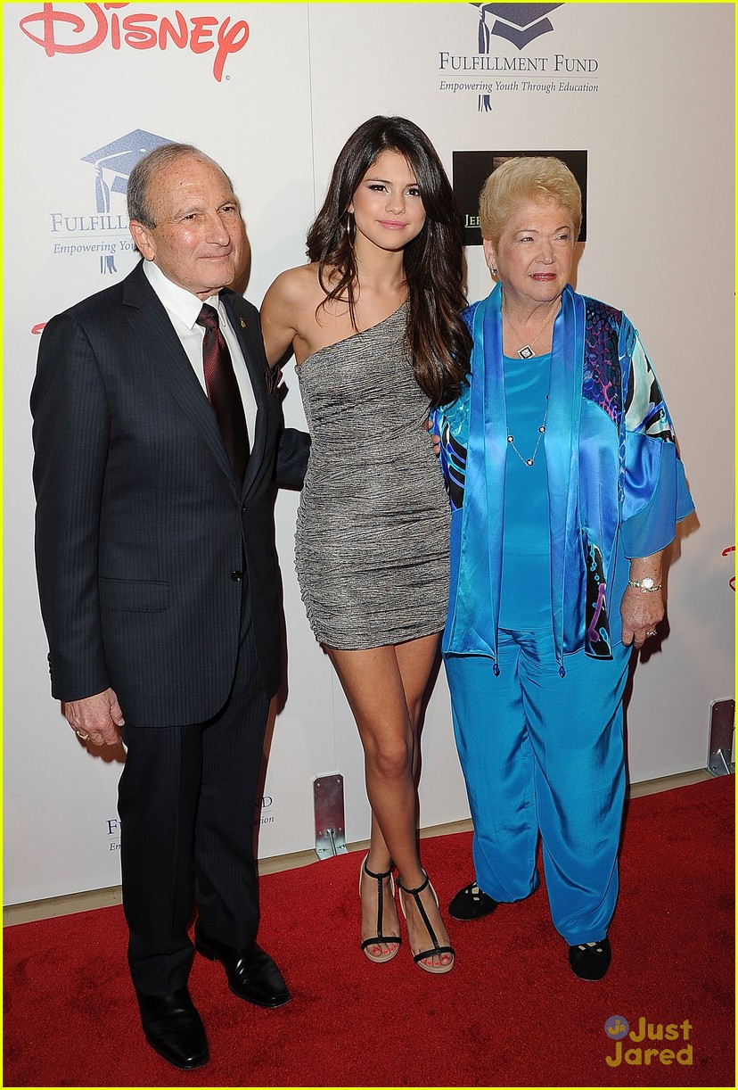 selena gomez fulfillment gala 04